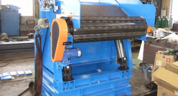 鍛造業向け 丸鋼コンベヤ供給用 反転装置